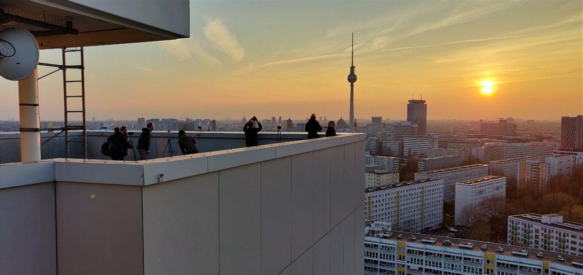 Foto-Tour auf das Hochhausdach mit go2know in Berlin.