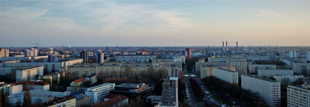 Panoramablick über Berlin vom Hochhausdach bei der Foto-Tour mit go2know